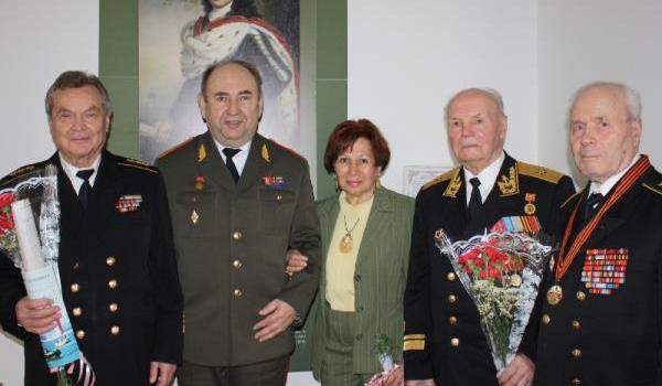По установившейся традиции ИМЭИИ активно взаимодействует с Клубом адмиралов насчитывающего в своих рядах более 250 адмиралов