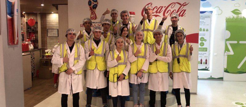 Первокурсники на заводе «Кока-кола»